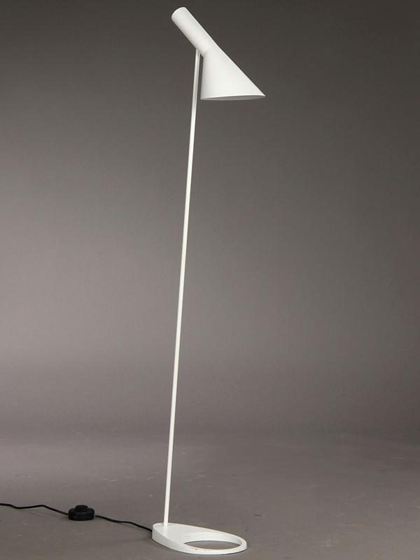 aj-standerlampe