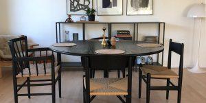 Vores spisebord med forskellige stole